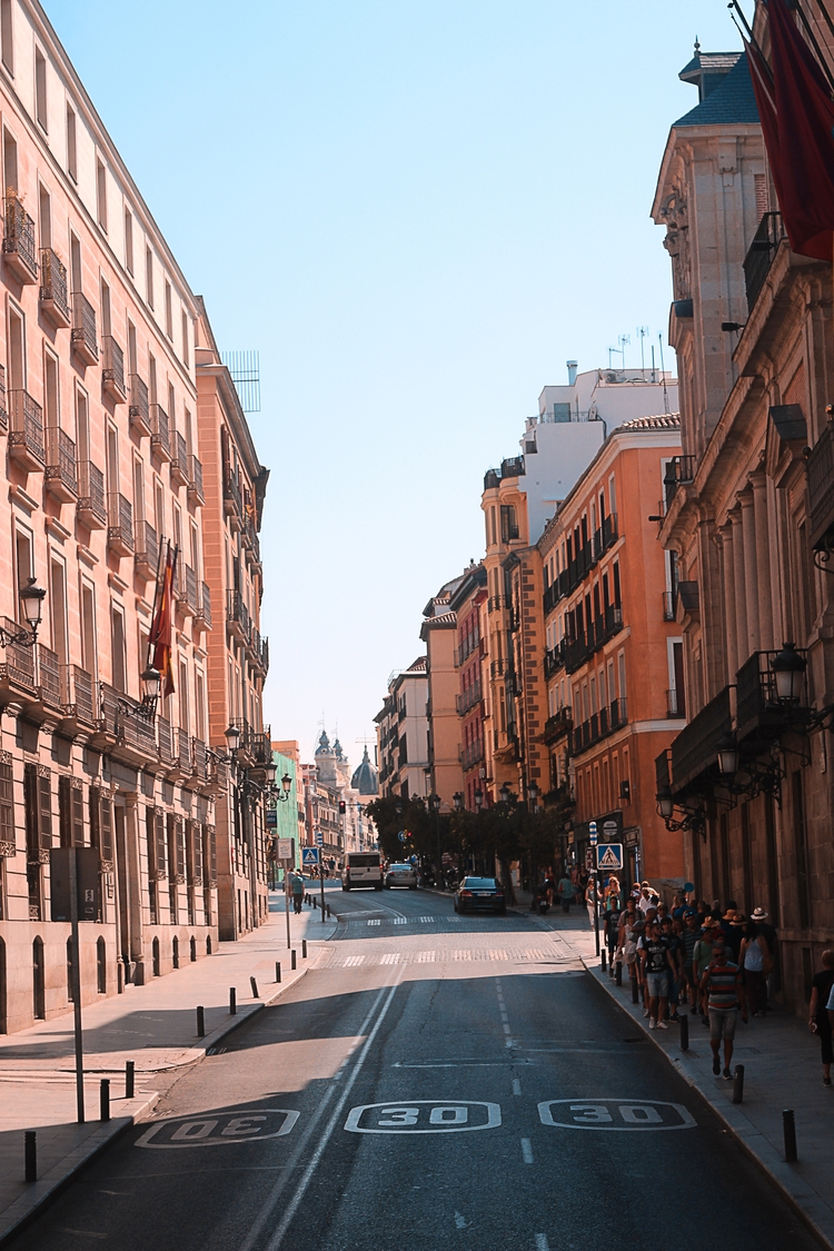 madrid, orangeteal, Callao, Madrid - hector_artist | ello