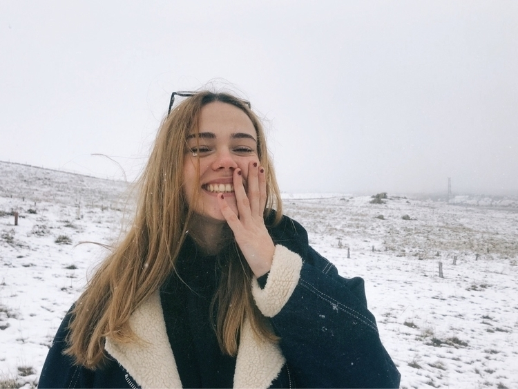 girl, smile, snow, happy, inspo - gemss   ello