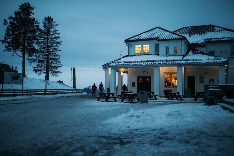 Title: cozy cabin -10 degrees B - borjalucio | ello