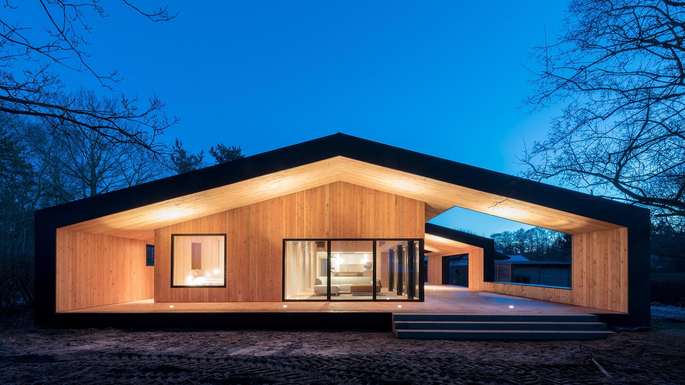 Oversized roof shelters terrace - elloarchitecture | ello