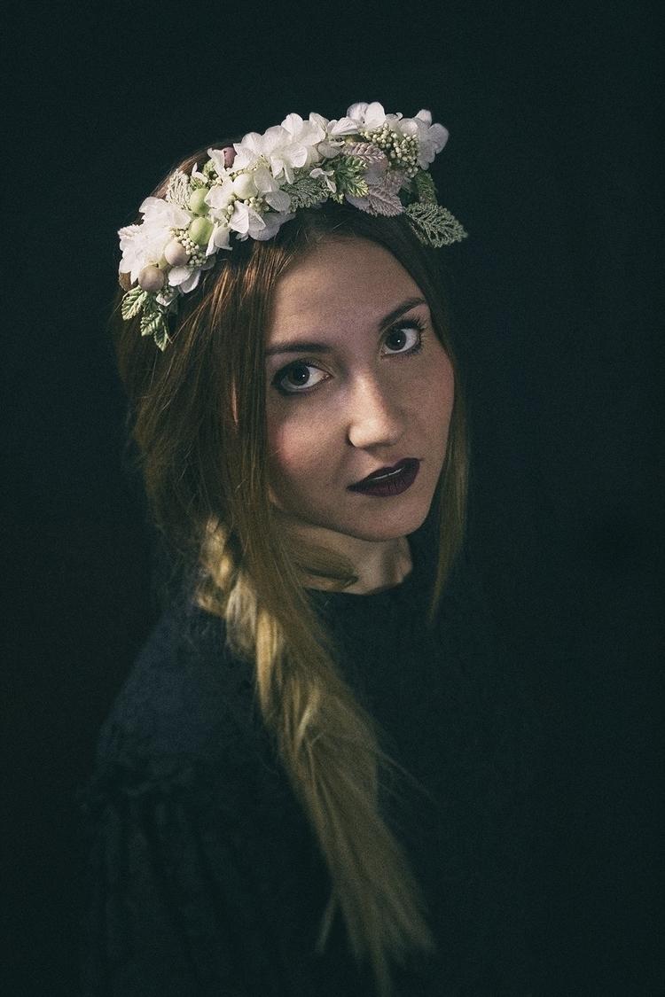 La primavera volverá - Woman, Portrait - adryzebra | ello