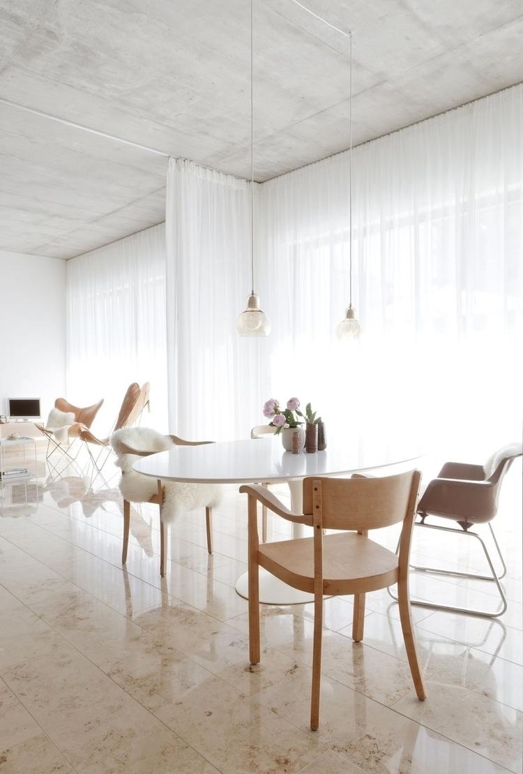 Intimate dining area. House CAL - upinteriors | ello