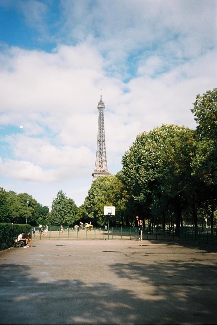 | Paris hood - 35mm, paris, filmisnotdead - thelifeofpablo | ello