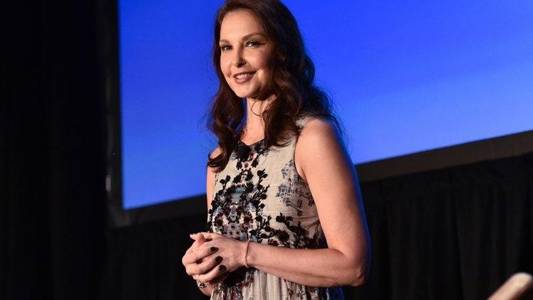 Learn 3 Celebrity Women Social  - annaberezhna | ello