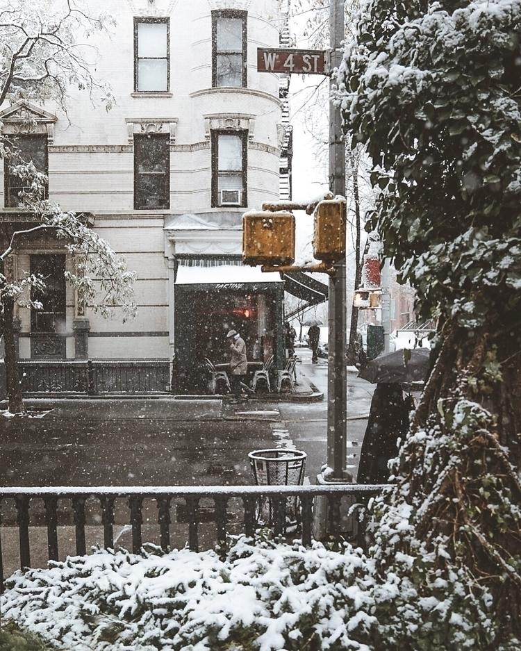 Waiting storm - nyc, snow, streetphotography - arin_ | ello