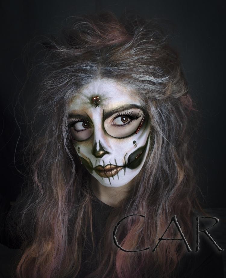 Autorretrato-Carnaval - Portraits - thelma_m | ello