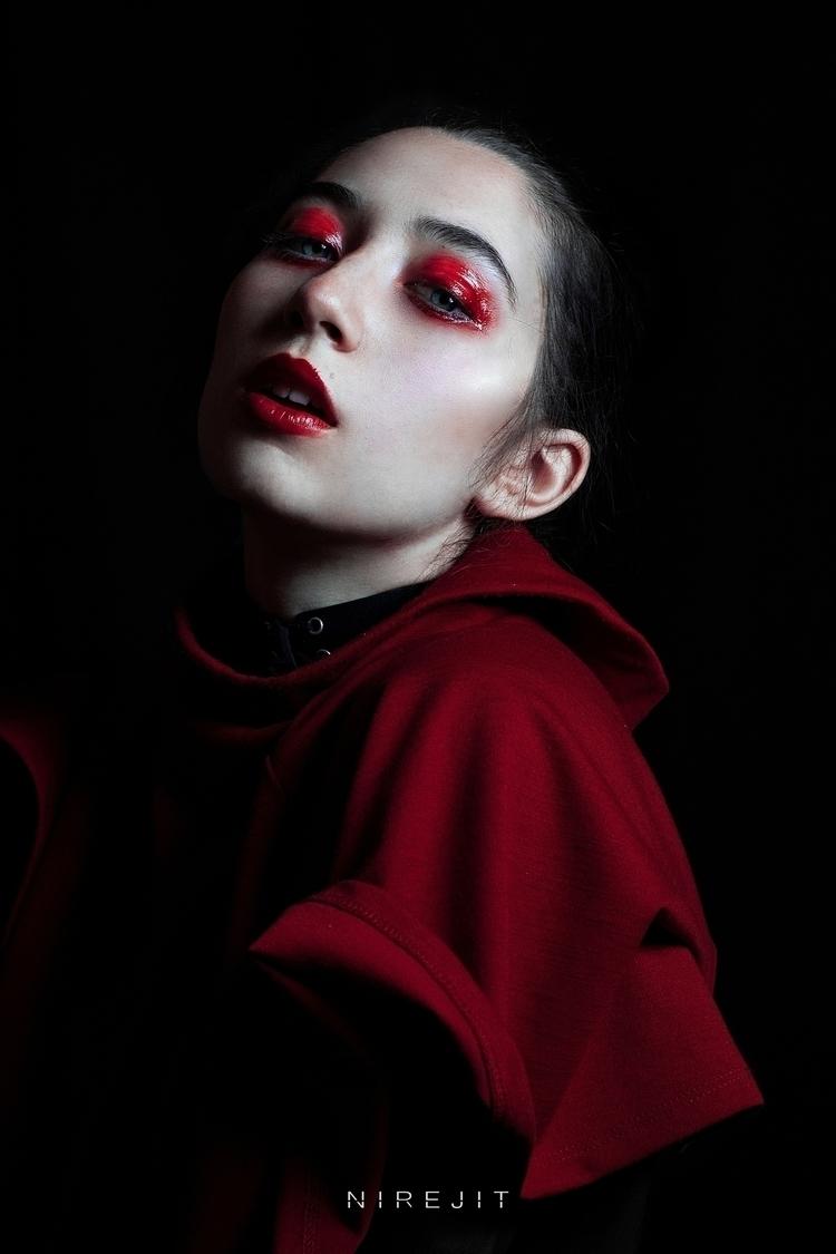 black proyect Nirejit - portrait - nirejit | ello