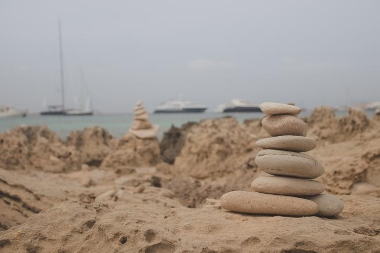 beach, ibiza, sand, rocks, summer - gennakk | ello