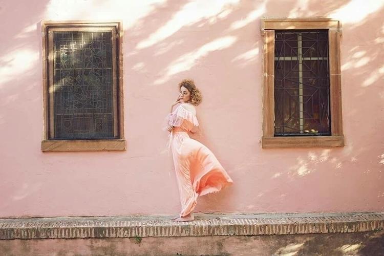 Victoria Villa photographer bas - victoriavilla | ello