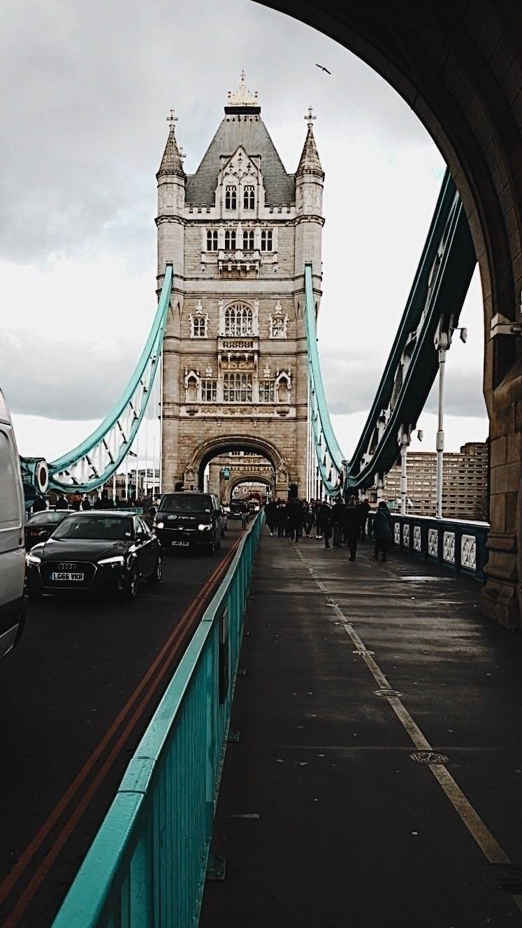 London - slraquel | ello