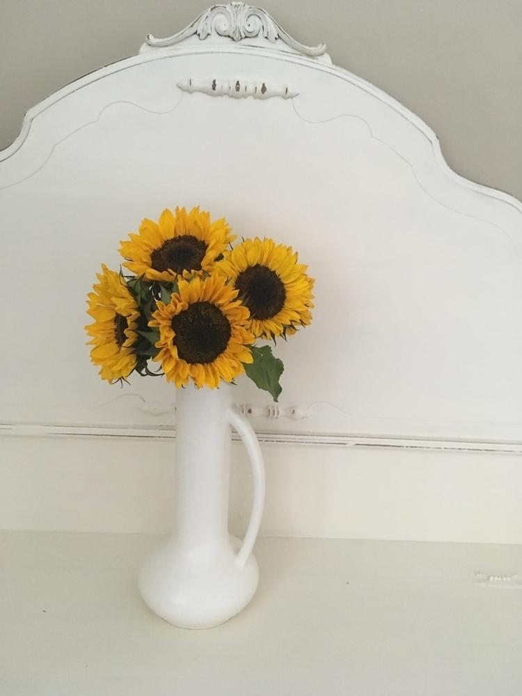 simple sunflowers favorite - l_novs | ello
