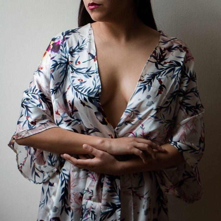 Hands language (2 - hands, portrait - yiramos | ello