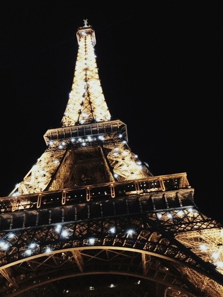 Night, TorreEiffel, Paris - haditgallardo | ello