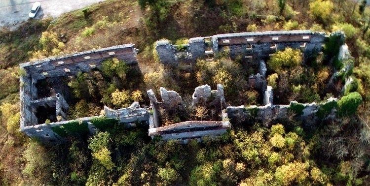 Ruins Haasberg mansion Planina - kap_jasa | ello