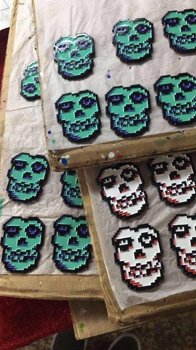 Misbits Blind bagged pins 3 var - cr33pyuncle | ello