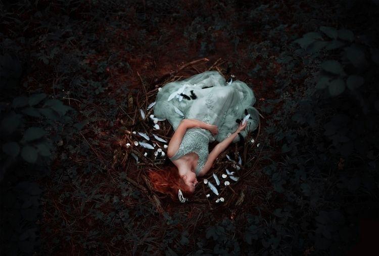 Dreaming eggshells - conceptual - maingo | ello