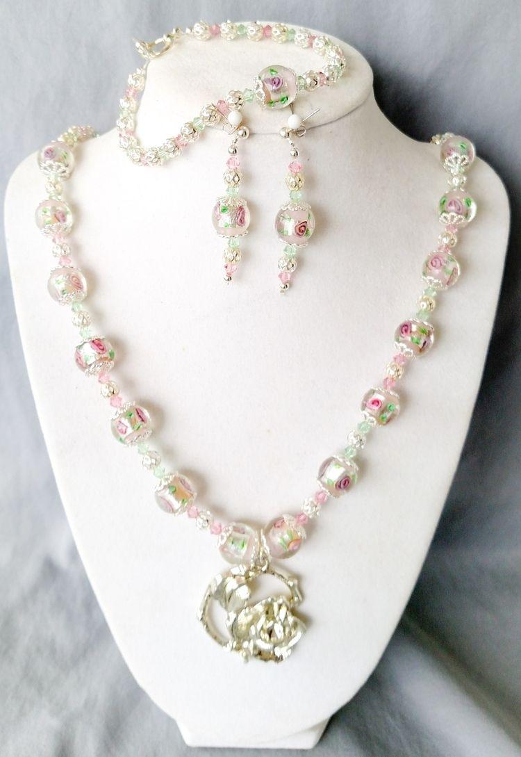 Roses Romance: imagine white la - yankeebelle | ello