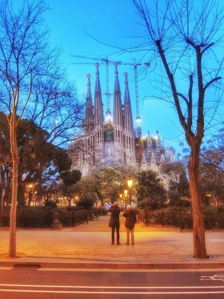Watching Sagrada Familia dusk  - paulmcnam | ello