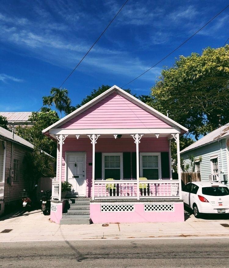 love cute pink house - wanderinghelene | ello