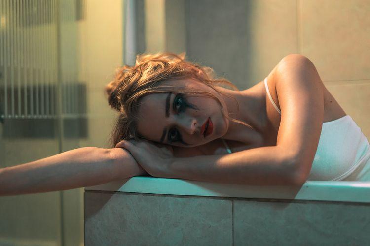 Sad Polina tub shot 2017 projec - oktavianus | ello