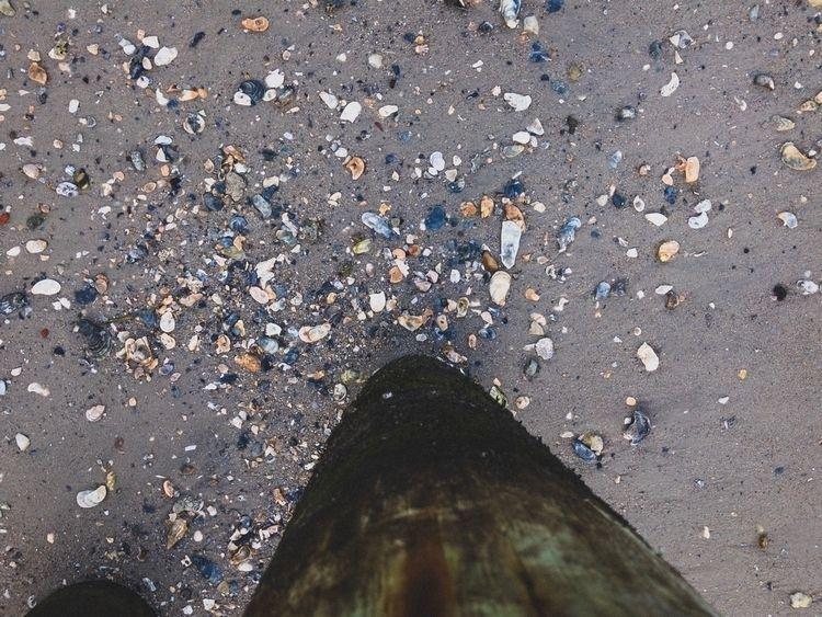 pylon, beach, iphone, tryingtonotfallover - underflow | ello