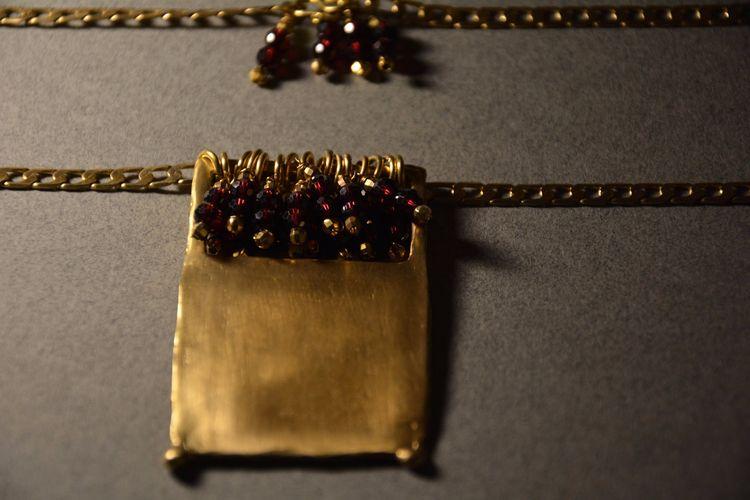 Garnet gold plated bronze Hand  - olympezulma | ello
