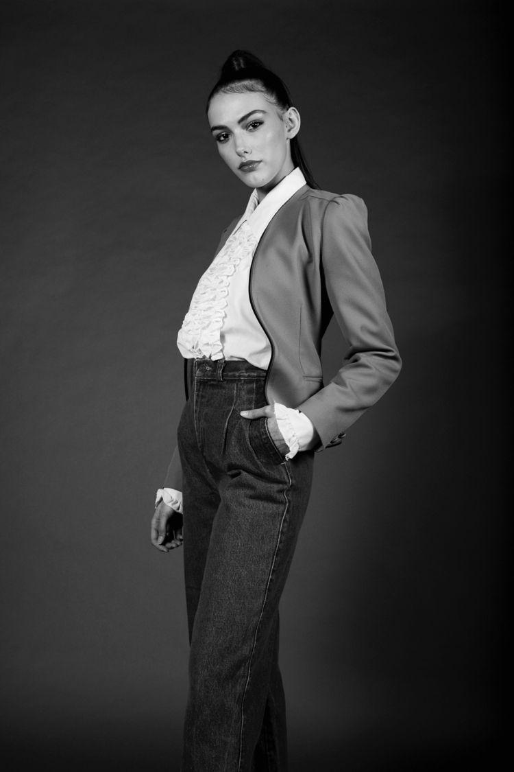 Model: Kellie Roche Agency: Ign - braden_schlegel   ello