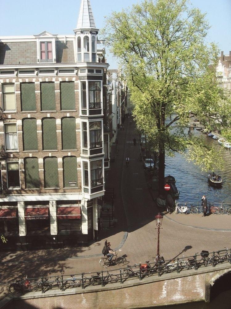 Oudezijdse Voorburgwal, April 2 - circularfunk | ello