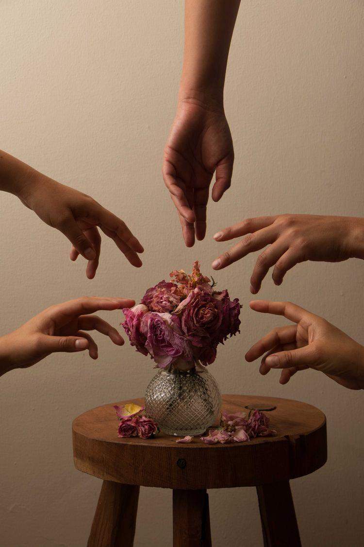 hands - portrait, flowers, photography - yiramos | ello