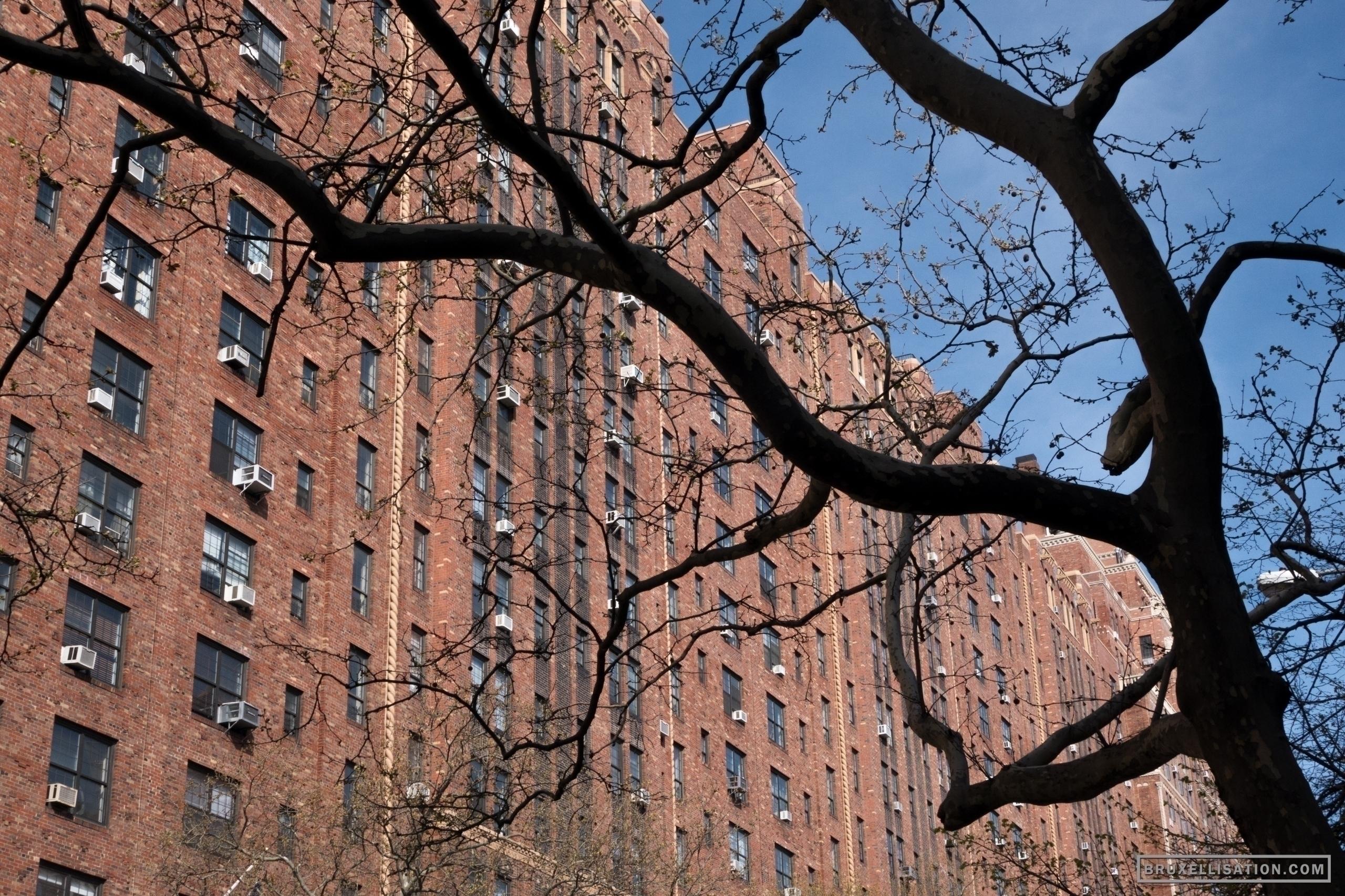 USA, York, April 2014 - streetphotography - bruxellisation | ello