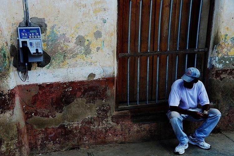 Cuban Cellphones - streetphotography - hixposure   ello