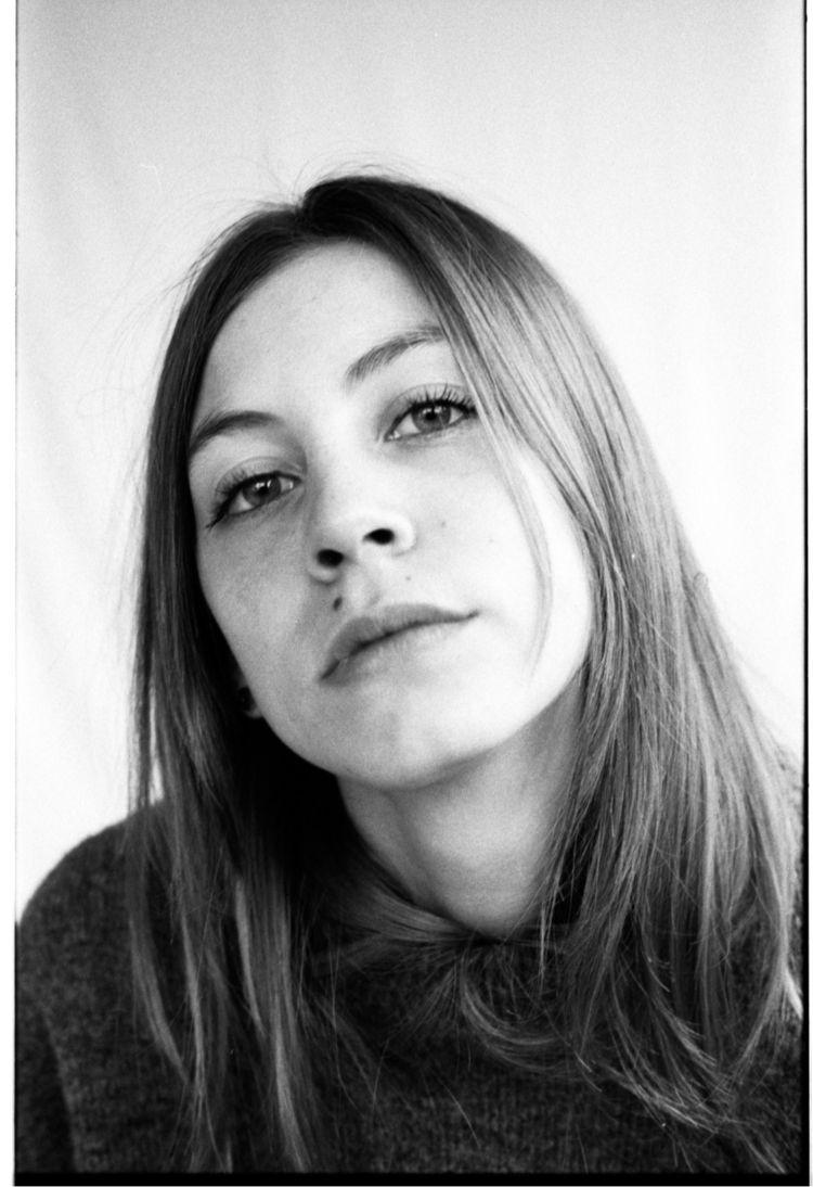 Michela - Kodak, trix400, filmphotography - davideaicardi | ello