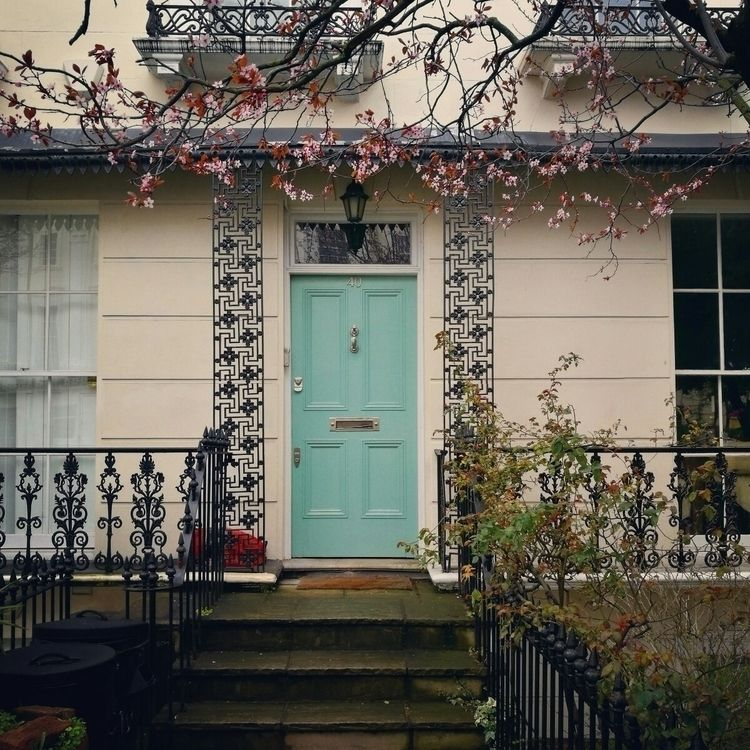 turquoise door Notting Hill fra - estelleclarke | ello