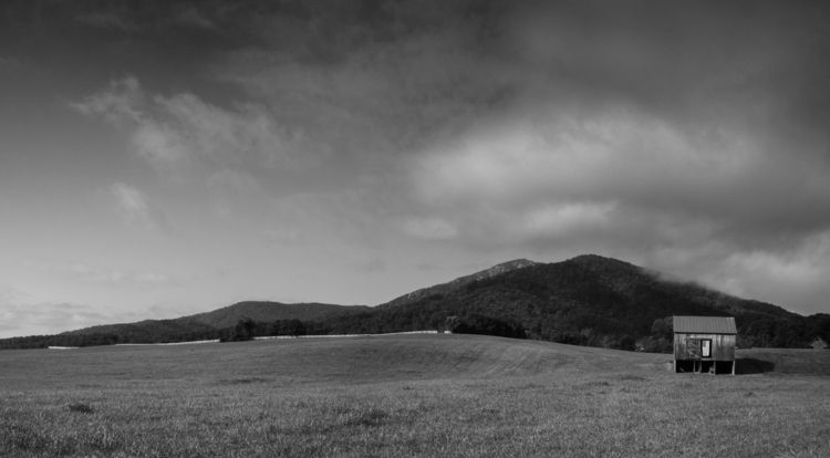 farm foot mountains Shenandoah  - aaronvizzini | ello