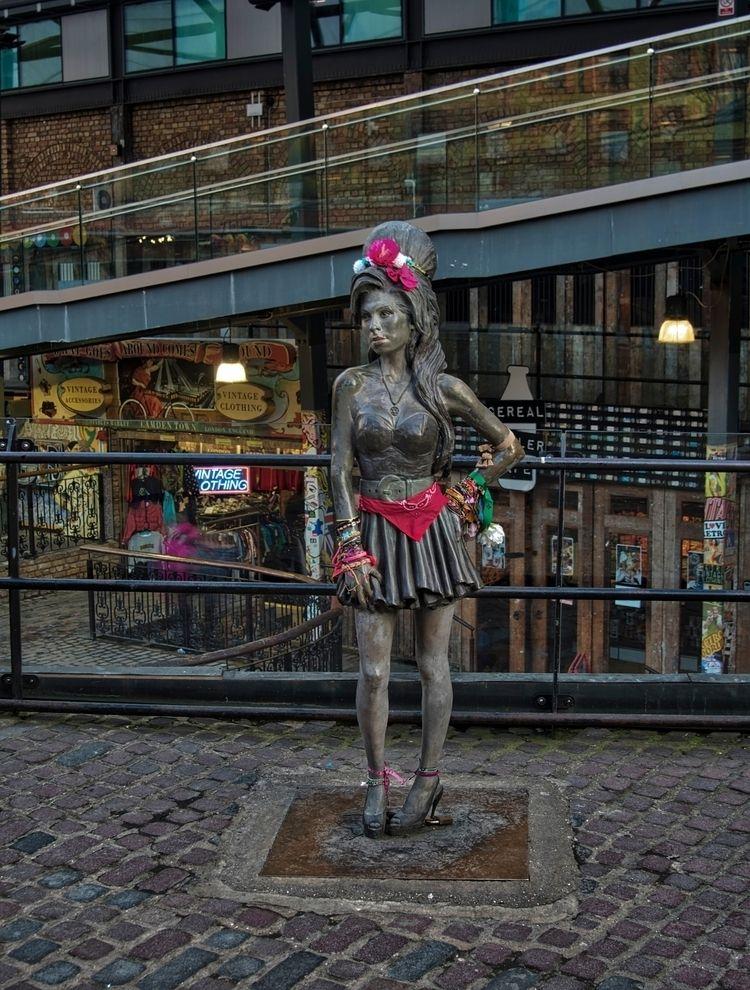 Amy Winehouse - brilliant life  - neilhoward | ello