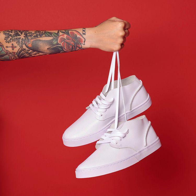 White sneakers. Brand: Kanui Ar - amandaaa | ello