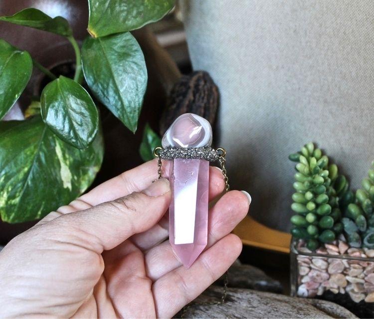 Rose quartz agate  - rockhound, greenwitch - mermaidtearshawaii | ello