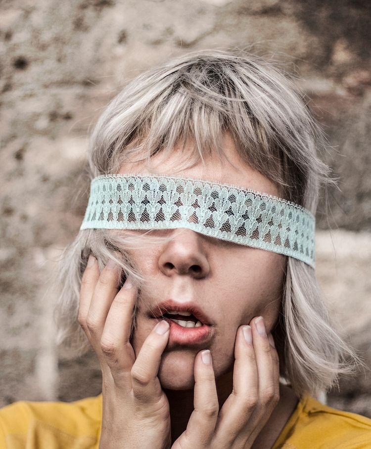 DECEPTION Model Chloe de Witte  - laurawienk   ello