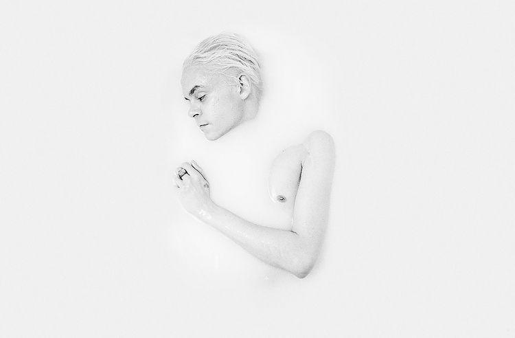 Photographer: Lola Rossi Model - darkbeautymag | ello