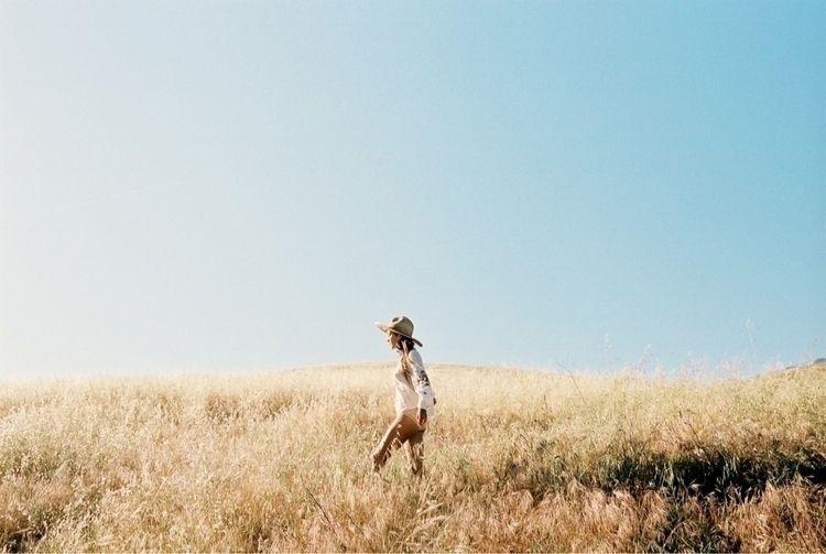 Leila Thomas fields Ojai Califo - ming_nomchong | ello