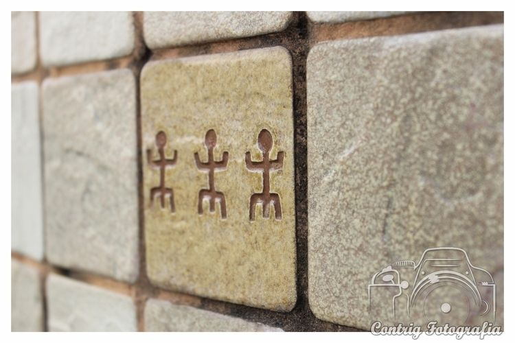 Family symbology wall Beauty ce - contrig | ello
