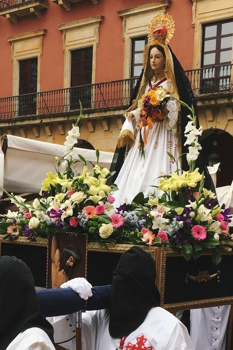 La Virgen de la Alegría camina  - mchlmc   ello