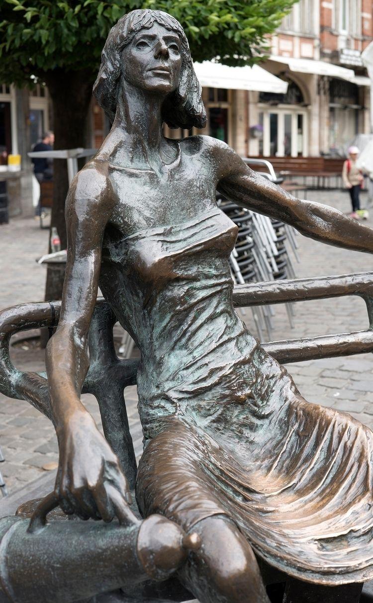 Sculpture sur banc, Louvain...  - gclavet | ello