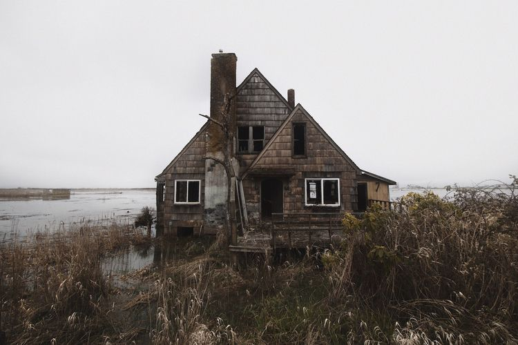 Svenson Island abandoned home i - skyler_brown | ello