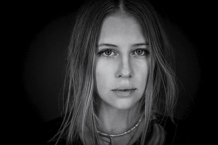 Oona - portrait, blackandwhite, portraits - lichtbildnerei | ello