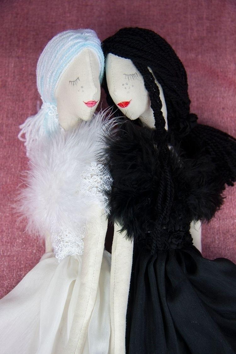 White Swan Black Swan. Textile  - graziasz | ello