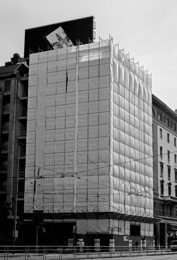Milan. Contax G2, Zeiss Planar  - frostburg | ello