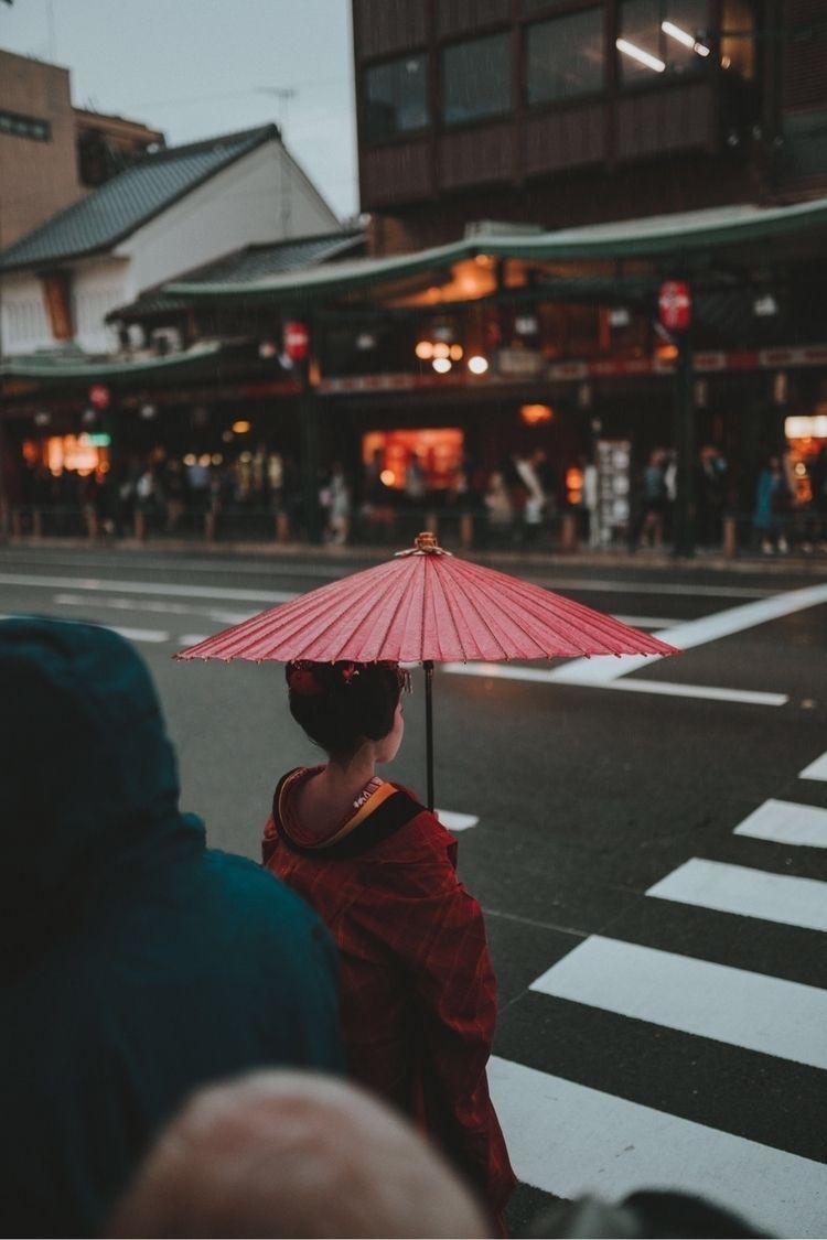 lone geiko kyoto, japan - swei_ | ello