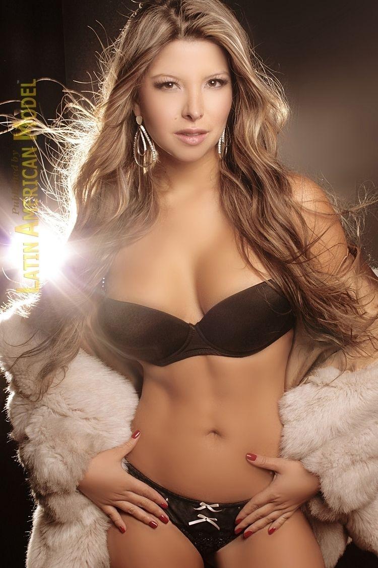 Modelo Verónica Gomez para la r - lamrevista | ello