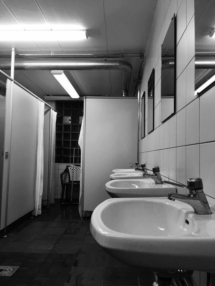 bathroom trilogy part III - annamigchels | ello